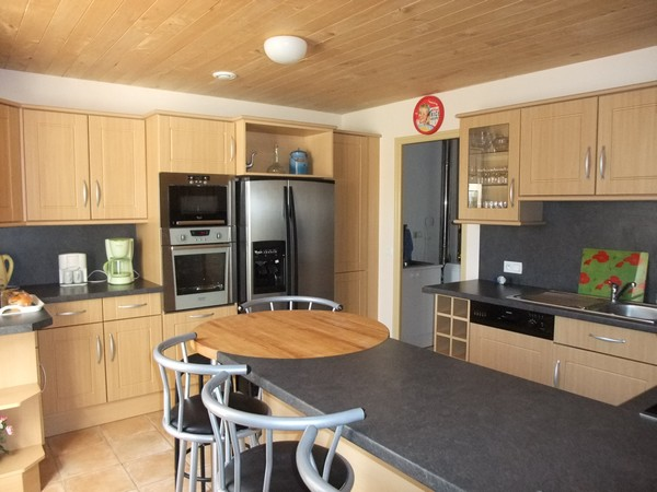 frigo americain dans cuisine equipee cuisine quip e. Black Bedroom Furniture Sets. Home Design Ideas
